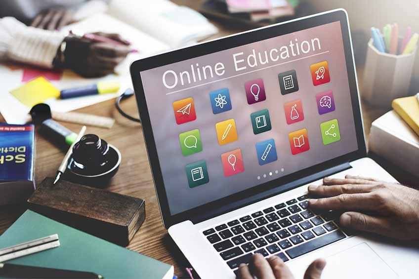 مجوز کار پس از فارغ التحصیلی برای دانشجویان دوره های آنلاین کانادا