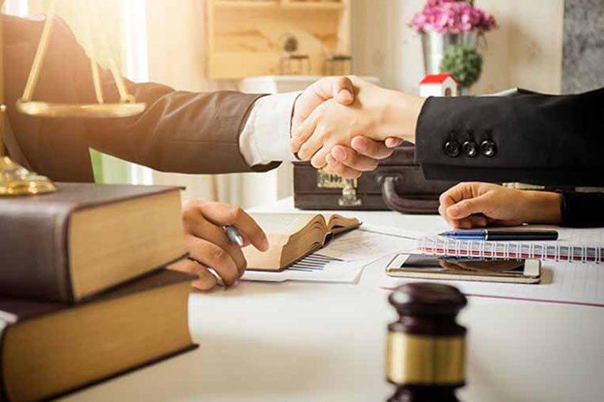 برای دریافت ویزا و گرفتن اقامت به چه کسی باید اعتماد کنم؟